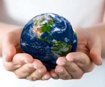 Стихотворение о мире. Планета в руках