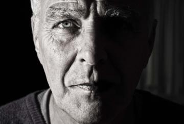 пожилой мужчина стихотворение Александра Харина